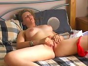 Large funbag amateur girl fingering her sweet muff in bed